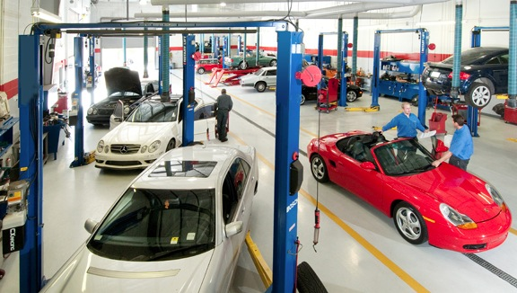 Inside iAutohaus Service and Performance Center